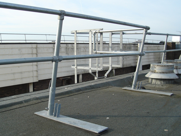 Roof edge permanent guardrail Gallery Image