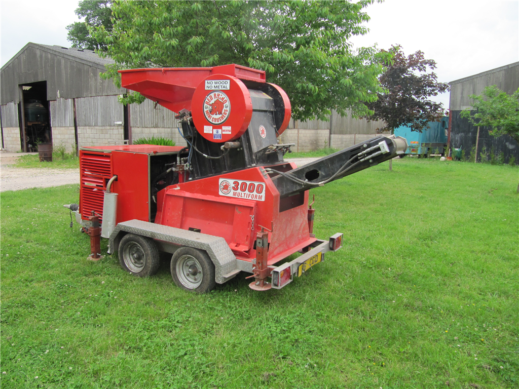 Hire this loader, crushers up to 12 tonnes an hour. Save money on reclycling Gallery Image