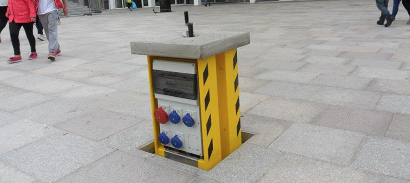 Retractable Service Units provide a safe power supply for outdoor public places. Gallery Image