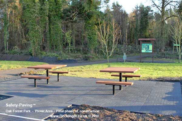 anti slip outdoor - safety paving - oak forest park - picnic area Gallery Image
