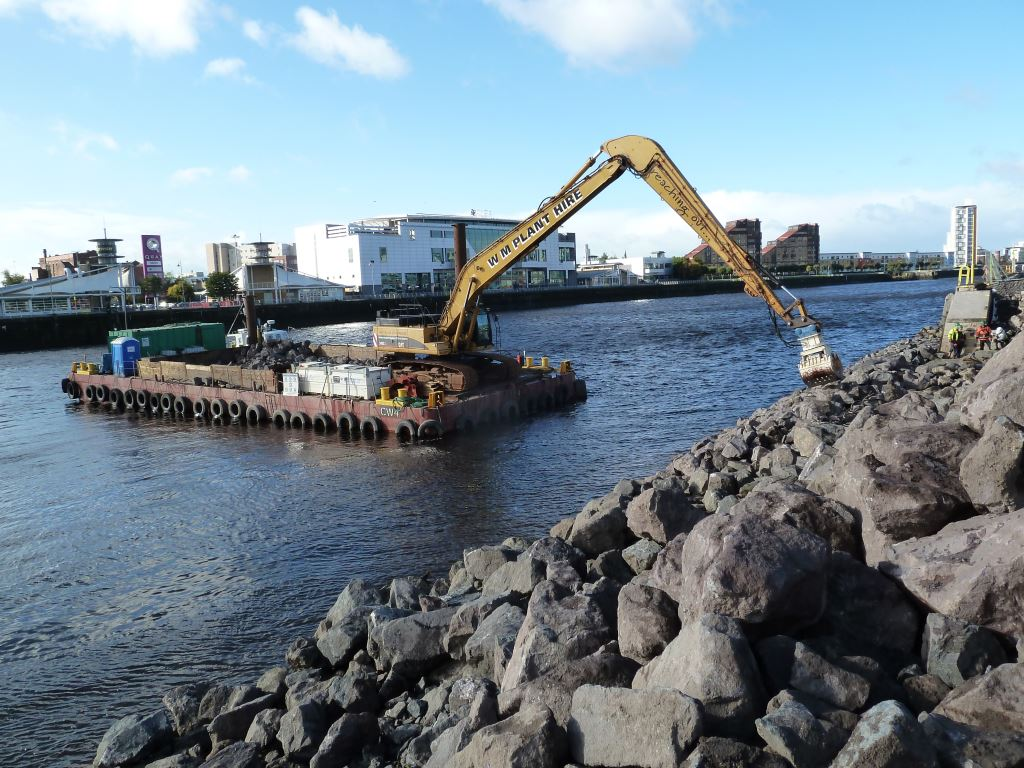 Long reach excavator barge Gallery Image