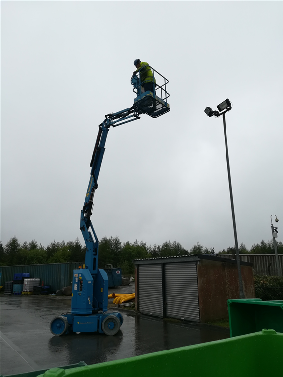 3B Articulated Boom AKA Cherry Picker training, we offer a wide range of Working at Height qualifications. Gallery Image
