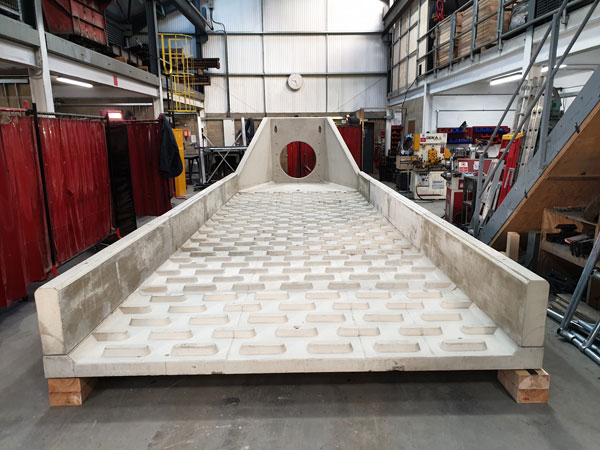 Headwall with 8.5m cascade panel Gallery Image