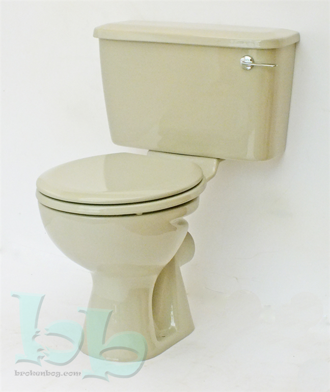 Close-coupled toilet suite in Pampas Gallery Image